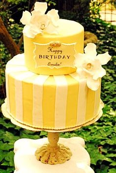 Pretty yellow cake
