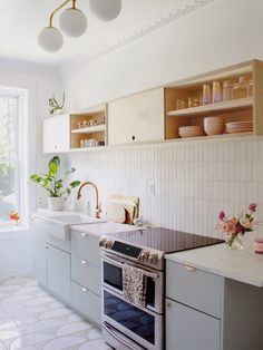 bright kitchen makeover ideas