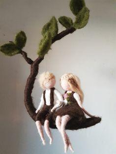 Mobile ★Waldkind★ Dieses Mobile ist handgefertigt aus 100% Schafwolle. Die Figuren sind auf Wunsch auch gerne individualisierbar, schreib mich mit deinen besonderen Vorstellungen einfach...
