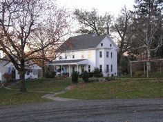 Amish House featured in the movie Witness ~ Amish Homes ~ Sarah's Country Kitchen ~ Amish Town, Amish House, Amish Country, Country Life, Country Kitchen, Amish Family, Amish Culture, Amish Community, Home Tv