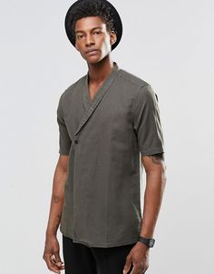Browse online for the newest ASOS Regular Fit Shawl Kimono Khaki styles. Shop easier with ASOS' multiple payments and return options (Ts&Cs apply). Mens Kimono Shirt, Men's Street Style Paris, Moda Kimono, Concept Clothing, African Clothing For Men, Indian Men Fashion, Mens Style Guide, Kimono Fashion, Look Cool