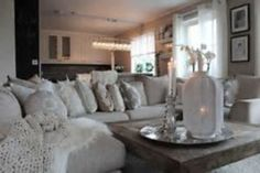 Nice 53 Incredible Winter Living Room Design Ideas For Holiday Spirit. More at http://decoratrend.com/2018/01/24/53-incredible-winter-living-room-design-ideas-for-holiday-spirit/