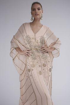 Get inspired and discover The Modern Caftan Collection trunkshow! Shop the latest The Modern Caftan Collection collection at Moda Operandi. Dubai Fashion, Abaya Fashion, Muslim Fashion, Fashion Dresses, Kaftan Designs, Kaftan Style, Caftan Dress, Kaftan Pattern, Abaya Mode
