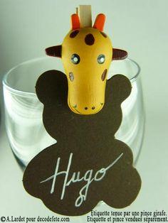 A clipper où vous le voulez, la petite pince girafe fera toujours son effet ! #deco #bapteme http://www.decodefete.com/etiquettes-nounours-chocolat-p-1003.html