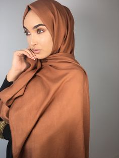 INAYAH | Fall is among us & so are the Autumnal tones - Rust Rayon Hijab + Large Black Velvet Scrunchy + Black Crepe Top www.inayah.co