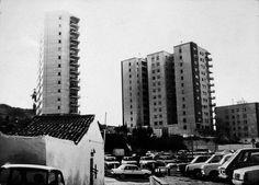 Vista de los edificios Tres Reyes desde  La Jangarilla, estaba situada en La Plaza De La Soledad. Plaza, Willis Tower, Skyscraper, Multi Story Building, Travel, Loneliness, Antique Photos, Buildings, Scenery