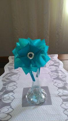 Tiara em fita, maravilhoso tom de azul florescente. 25,00. Contato 033 991372720.