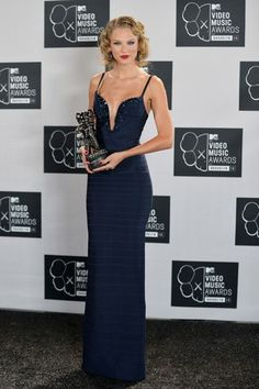 "Taylor Swift - 2013 MTV Video Music Awards - Best Female Video Award for ""I Knew You Were Trouble"""