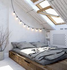 Na poddaszu znalazła się sypialnia o bardzo kameralnym charakterze. Zamiast tradycyjnego łóżka postawiono na drewnianą...