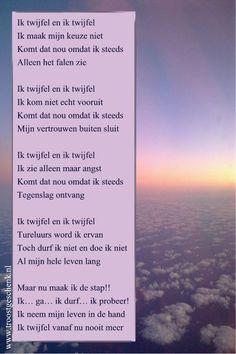 www.troostgeschenk.nl Door twijfel maak je geen keuze.... en dat is toch een keuze #kracht #krachtgedicht Positive Thoughts, Deep Thoughts, Dutch Quotes, Just Me, Qoutes, Thats Not My, Poems, Mindfulness, Positivity