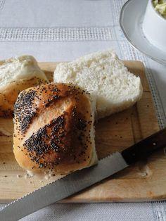smaki i aromaty: Bułeczki na pogodę i niepogodę. Bagel, Menu, Bread, Baking, Food, Menu Board Design, Bakken, Breads, Meals