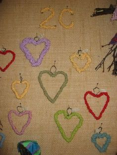 Valentine Crafts, Valentines Day, Diy Crafts For School, Textile Fabrics, Projects To Try, Arts And Crafts, Kids Rugs, Home Decor, Hearts
