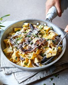 10 minute mushroom pappardelle with Boursin cheese Cheesy Pasta Recipes, Veggie Recipes, Vegetarian Recipes, Cooking Recipes, Mushroom Recipes, Rice Recipes, Recipes Dinner, Dinner Ideas, Midweek Meals