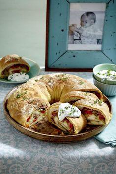 Unser beliebtes Rezept für Tortano – italienisches Pizzabrot und mehr als 55.000 weitere kostenlose Rezepte auf http://LECKER.de.