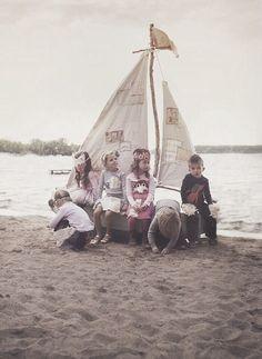 Speelboot op het strand, leuk voor op een kinderfeestje.
