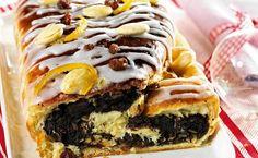 Strucla makowa to ciasto, które większości z nas kojarzy się ze świętami Bożego Narodzenia. Smak masy makowej, lukru i kandyzowanej skórki pomarańczy śni się po nocach. Czy strucla makowa i makowiec to to samo? Jak zrobić struclę z makiem? Przejrzyj nasze propozycje.