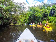 El tiempo libre en Costa Rica. Turistas canona el tiempo libre.