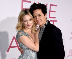 Bughead is broken up in real life. Riverdale stars Cole Sprouse and Lili Reinhart have reportedly split, according to Us . Sprouse Cole, Cole Sprouse Snapchat, Cole Sprouse Shirtless, Cole Sprouse Funny, Cole Sprouse Jughead, Dylan Sprouse, Memes Riverdale, Riverdale Cast, Riverdale Betty