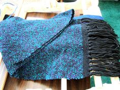 Second Scarf by Nonni Mariella, via Flickr - saved this in my Ravelry favorites.  I like the black warp with the first few picks at beginning/end being black to balance the scarf.  Then the rest woven in Homespun.
