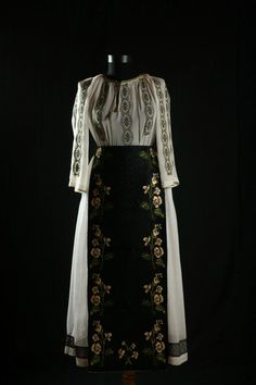 Folk Clothing, Costumes, Embroidery, Patterns, Blouse, Clothes, Beautiful, Beauty, Dresses