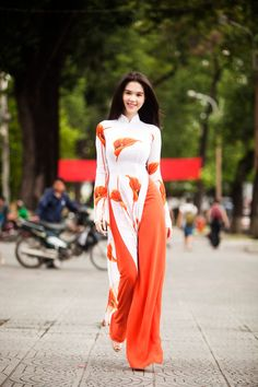 Ngoc Trinh in Traditional Vietnam dress Sexy Girl - Viet Nam Bikini Model - 1000 asian beauties Part 1 Vietnamese Traditional Dress, Vietnamese Dress, Traditional Dresses, Orange Fashion, Asian Fashion, Ao Dai, Indian Dresses, Indian Outfits, Orange Mode