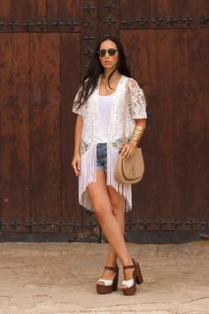 White Fringed Lace Kimono /  Kimono de encanje blanco con flecos