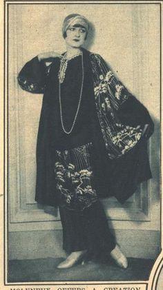 Kittyinva: 1924 Molyneux tea gown with Japanese embroidery.