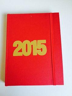 Agenda 2015 feita com muito carinho para uma pessoa especial... Tam: 15 x 22cm Feito com papel texturizado.