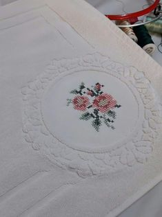 Alıntıdır Projects To Try, Cross Stitch Embroidery, Embroidered Towels, Punto De Cruz, Patterns, Cross Stitch, Flowers