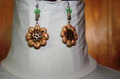 orecchini fiore in pasta polimerica modellati a mano