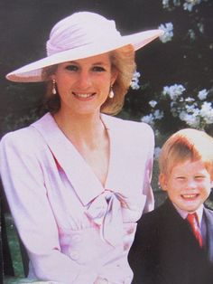 Princess Diana and Prince Harry. Diana always seemed to be genuinely so happy when around William and Harry. Her memory should always be preserved in this way and not trashed across the media with false allegations and bringing up old uncredible news. Princess Diana Fashion, Princess Diana Family, Royal Princess, Princess Charlotte, Diana Son, Lady Diana Spencer, Prinz Charles, Diana Williams, Elisabeth Ii