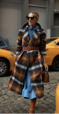 Nadire Atas on Street Fashion Week fall forward Casual Winter Outfits, Winter Fashion Outfits, Stylish Outfits, Autumn Winter Fashion, Fall Outfits, Fall Fashion Week, Casual Fall, Work Outfits, Fashion Mode