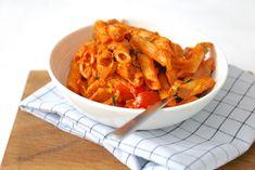 Pasta met spek en tomaten-roomsaus