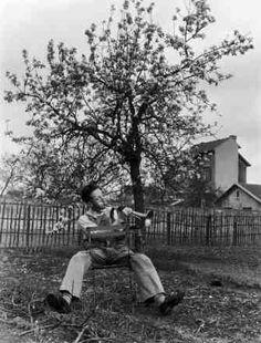 Le clairo n du Dimanche matinAntony 1947 |¤ Robert Doisneau | 6 mai 2015 | Atelier Robert Doisneau | Site officiel