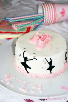 ballerina cake, cake design, tuto chaussons de danses, chocolat blanc, framboises Ballet Cakes, Dance Cakes, Ballerina Cakes, Ballerina Birthday, Jasmine Cake, Adventure Time Cakes, Cake Mix Muffins, Cake Pop Displays, Cupcakes For Boys