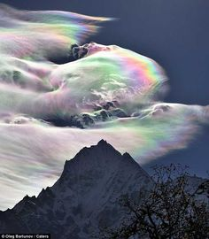 Hovering in the sky, this rainbow cloud over Mount Everest took an astonished astronomer by surprise. Oleg Bartunov, caught the spectacle on camera during a Himalayas expedition in Nepal. His two images show almost the whole spectrum of the. Mount Everest Deaths, Top Of Mount Everest, Beautiful Sky, Beautiful World, Beautiful Landscapes, Fire Rainbow, Rainbow Cloud, Lago Michigan, Mountain Pictures
