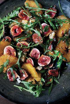 Salade de figues et d'oranges caramélisées au feta, de Yotam Ottolenghi - Châtelaine