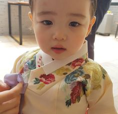 한복 Hanbok : Korean traditional clothes[dress] | #ModernHanbok Korean Traditional Dress, Traditional Fashion, Traditional Dresses, Korean Dress, Korean Outfits, Little Ones, Little Girls, Modern Hanbok, Cute Kids