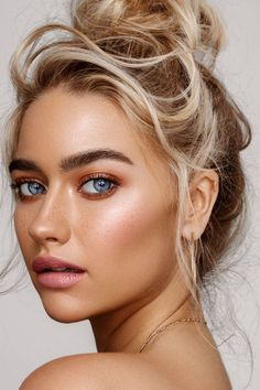Beauty Make-up, Beauty Shoot, Hair Beauty, Make Up Looks, Grey Eye Makeup, Hair Makeup, Go Feminin, Soft Makeup Looks, Natural Prom Makeup