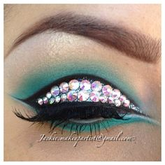 This look is super stunning! Love the cut crease and turquoise color Beautiful, beautiful!  @makeup_by_jackie