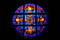 Stephen Wilson Stained Glass rose window in St. Anthony of Padua Catholic Church in the Woodlands, Texas. 8ft 6in in diameter