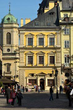 2 Market Square, Lviv (02).jpg