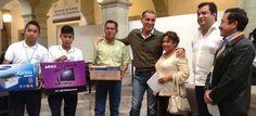 Entrega Gabino Cué equipamiento escolar al Plantel 101 de Yoloxochitlán