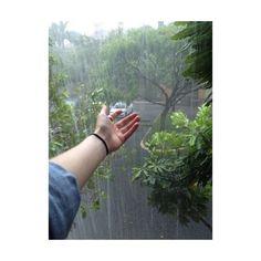 rain, grunge, and green image Rain Photography, Girl Photography Poses, Vintage Photography, Girl Photo Poses, Girl Photos, The Garden Of Words, Hipster Vintage, Retro Vintage, Rantaro Amami