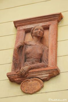 Primicova Julija (Juliet) is looking to the Prešern statue of the greatest Slovenian poet. The woman he could never have.