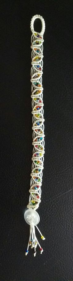 https://flic.kr/p/KxCKAt | Spring leaf macrame'bracelet in vanilla c- lon with multicolors seed beads