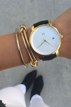 Elegant simplicity   #minimalistjewelry #minimalist #minimalistaccessories #bangles #bracelets #rings #minimalistjewellery #necklace #earrings #jewellery #jewelry #jewelleries #jewelries #accessories #gold