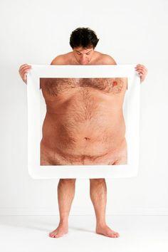 Avec sa série Body Perceptions, l'artiste turque Meltem Isik cherche àconfronter ses modèles aux distortions du corps humain, en les faisant poser avec des