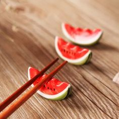 Just in to our Kitchen collection! Kawaiiiii Japanese Chopsticks Holder Ceramic Fruit - 2 Different Styles Ceramic Clay, Ceramic Pottery, Pottery Art, Chopstick Holder, Chopstick Rest, Clay Art Projects, Ceramics Projects, Fruit Holder, Sculptures Céramiques