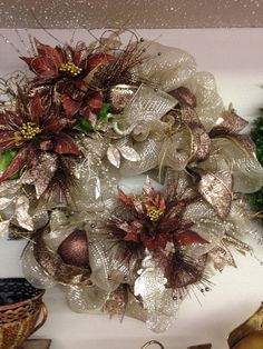 Champagne and brown elegant wreath Christmas Wreaths For Front Door, Deco Mesh Wreaths, Holiday Wreaths, Winter Wreaths, Christmas Flowers, Elegant Christmas, Easy Holiday Decorations, Christmas Arrangements, Christmas Crafts
